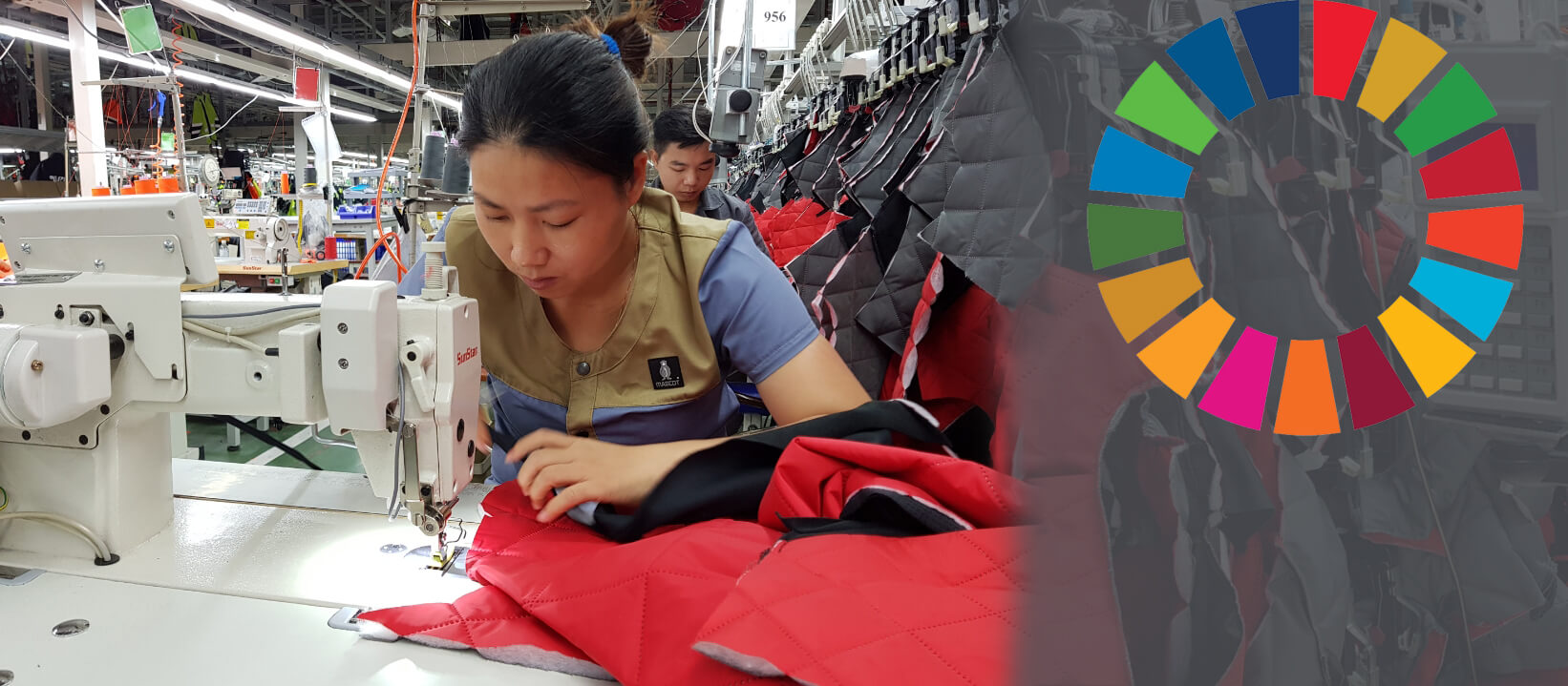 Woman -Each seamstress specializes in a certain sewing discipline that they master to perfection. In this way, we ensure efficiency and minimise errors.