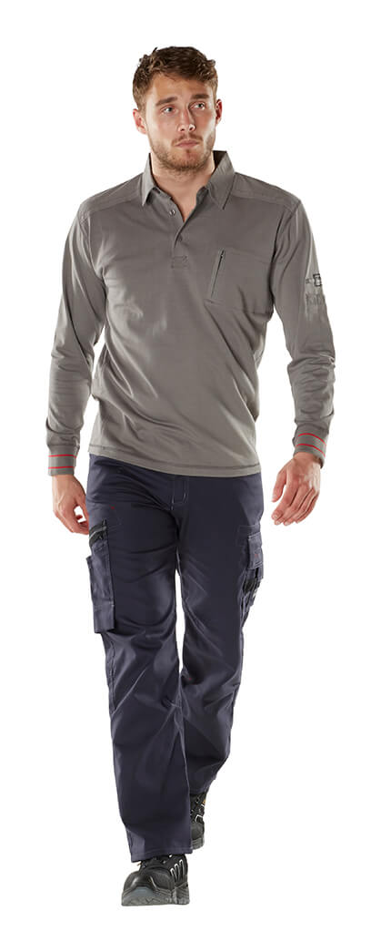 Pants with thigh pockets - MASCOT® FRONTLINE - Model