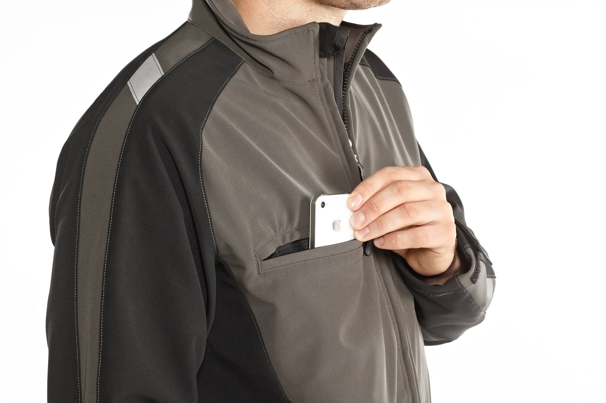 Sloped chest pocket for mobile phone. - Detail - MASCOT® UNIQUE