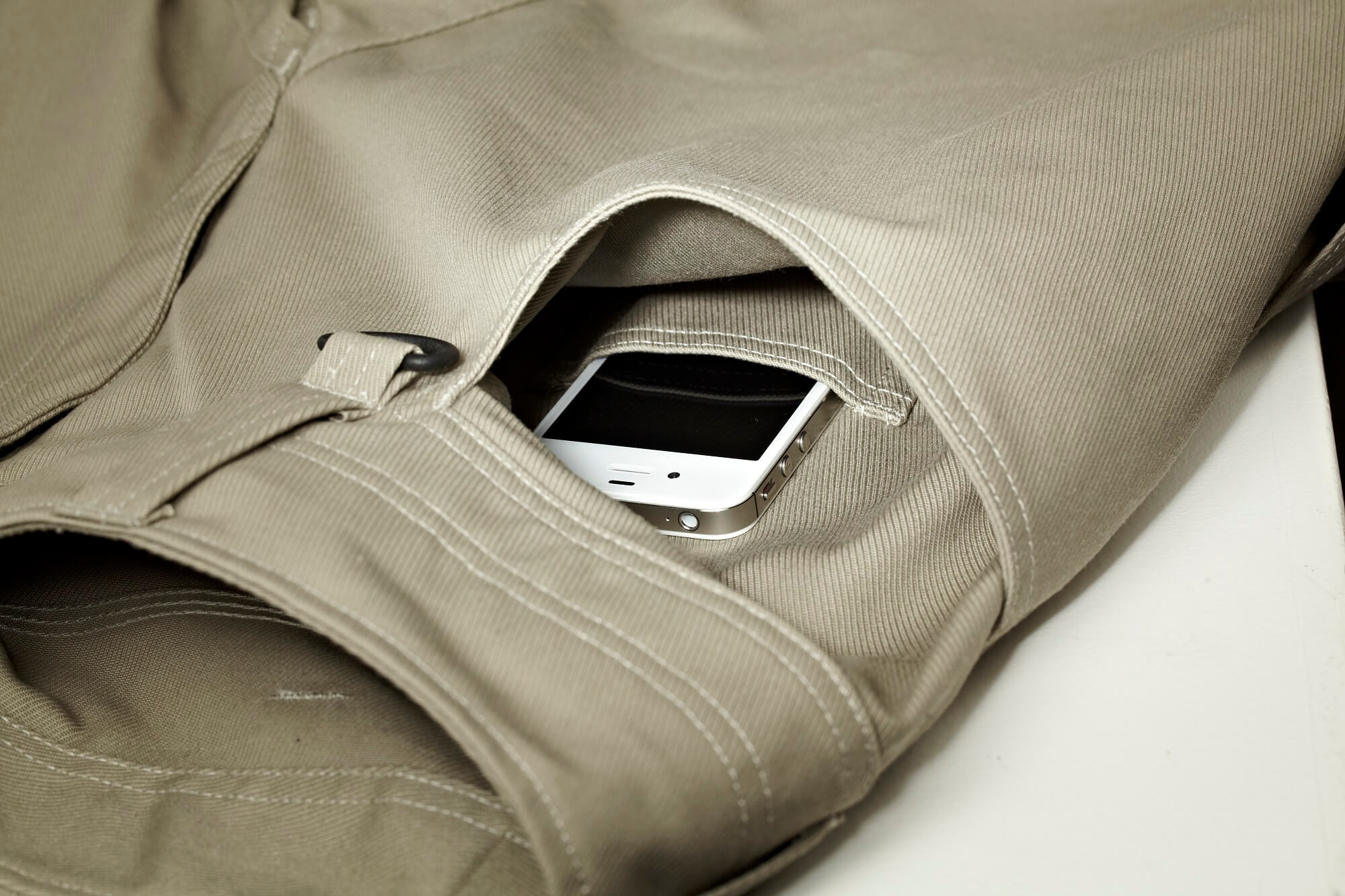 Generous front pockets - one with easily accessible telephone pocket. - MASCOT® UNIQUE