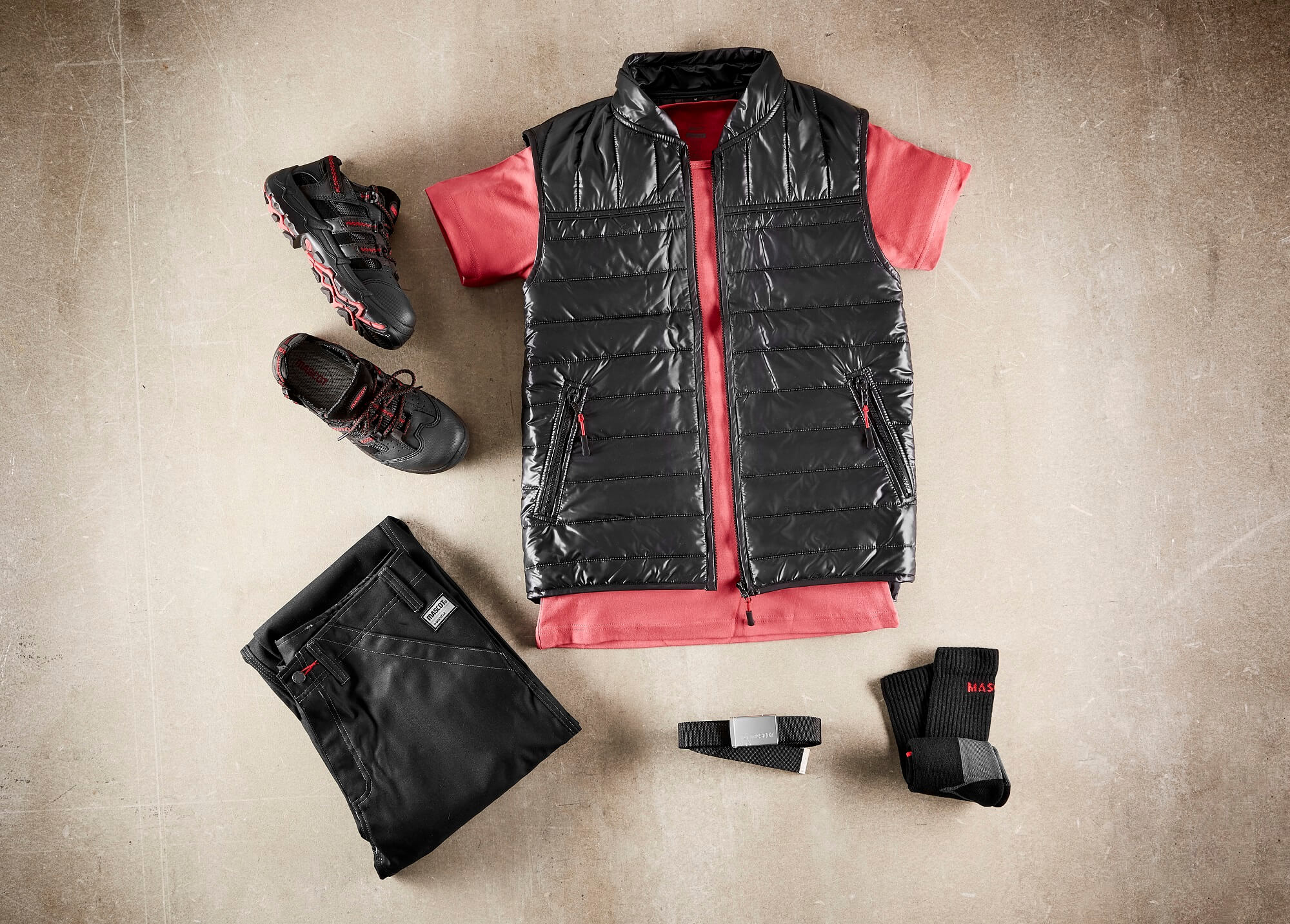 Thermal Gilet & Pants Black - T-shirt Red - Collage